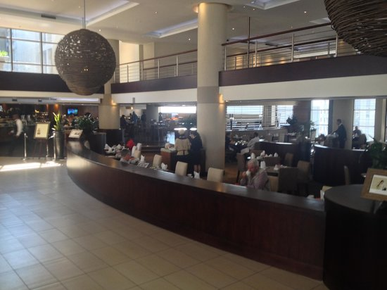 City Lodge Hotel OR Tambo Airport : Cafe/Restaurant area