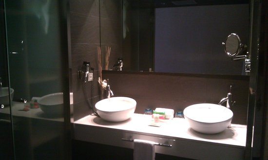 Hesperia Bilbao : part of the bathroom