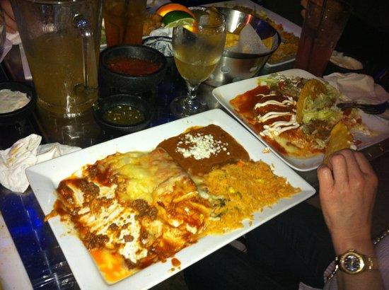 La Fiesta Authentic Mexican Restaurant : Raciones grandes. Lo que se ve es para una persona.