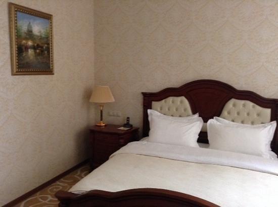 Grand Hall Hotel : кровать