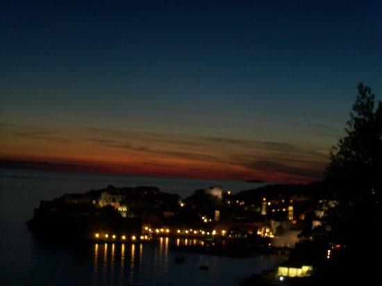 Sipa Apartments : Dubrovnik at night