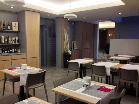 Hotel Franz: La sala apparecchiata per la prima colazione