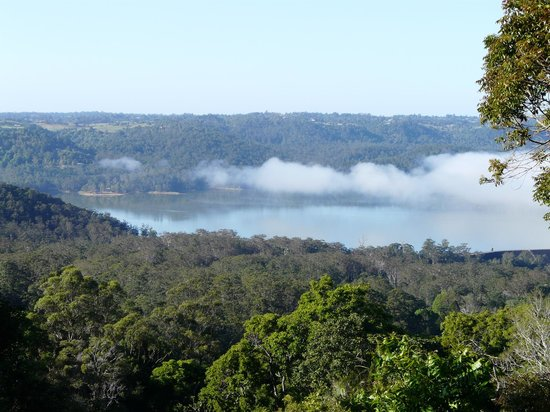 Montville Misty View Cottages: View of Baroon Dam from our cottage
