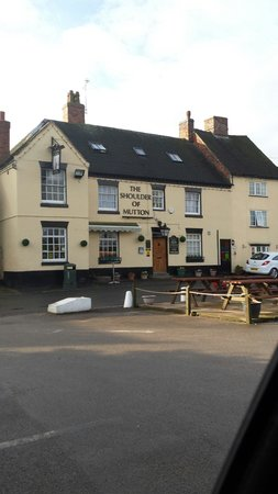 The Shoulder of Mutton Inn: Beautiful location