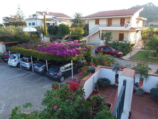 Hotel Il Gattopardo: Blick auf den Stellplatzbereich des Hotels