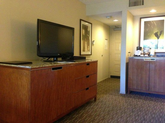 Westin Mission Hills Golf Resort & Spa: TV Stand