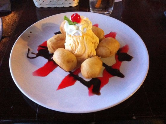 Coco Restaurant & Bar: Banana fritter with ice cream