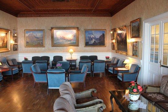 Kviknes Hotel: Drawing Room