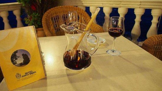 Hotel Costa Brava: la pire des sangria est servie ici !