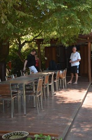 Cygnet Bay Restaurant: shady and welcoming location