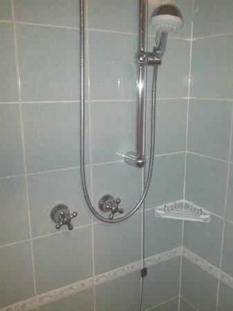 Hotel Lo Zodiaco: doccia senza miscelatore