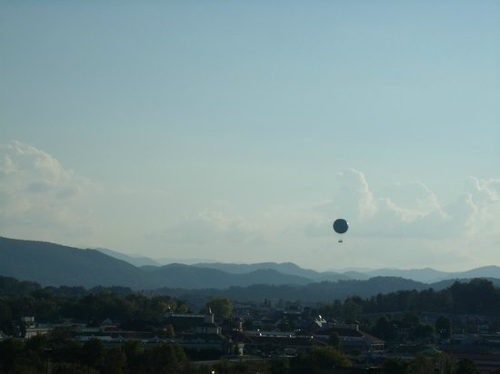 Holiday Inn Express & Suites Pigeon Forge - Sevierville: view from room