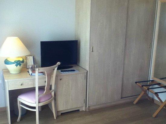 Monica Hotel: Desk etc