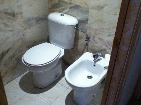 Monica Hotel: Toilet in separate room - bit annoying