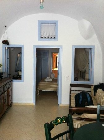 Lithies Traditional Homes: View from living and dining area into bedroom and bathroom beyond