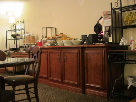 Varscona Hotel on Whyte: Continental breakfast selections