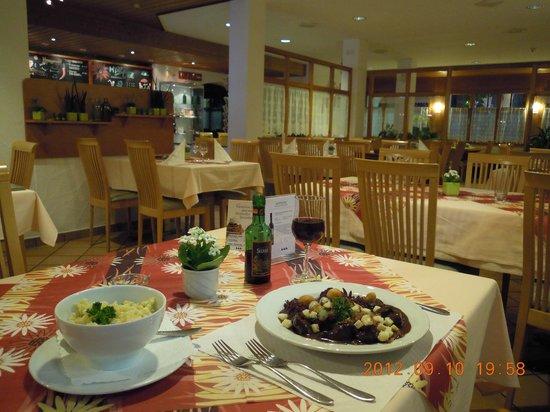 Hotel Restaurant Taucher: lovely dining room