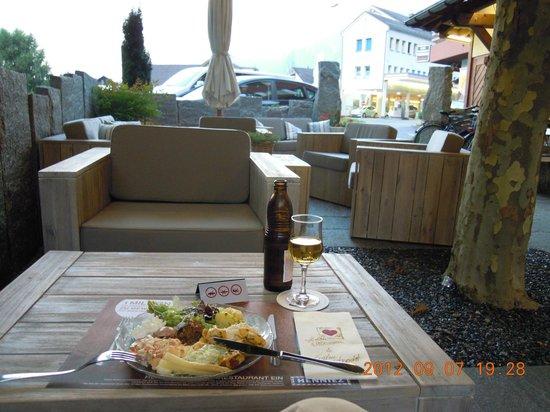 Hotel Restaurant Taucher: Garden dining area
