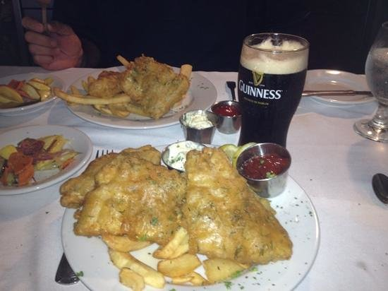 Billy's Tap Room & Grill : Awsome fish and chips and of course you need a guinness too!