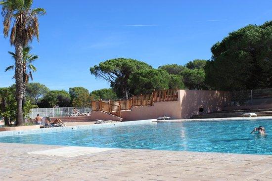 Parc Saint James Oasis Village : La piscine