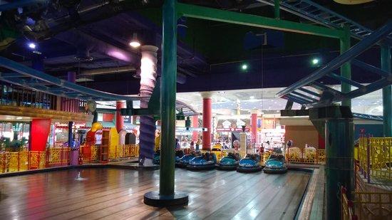 Autoscooter im Fun City Marina Mall Abu Dhabi