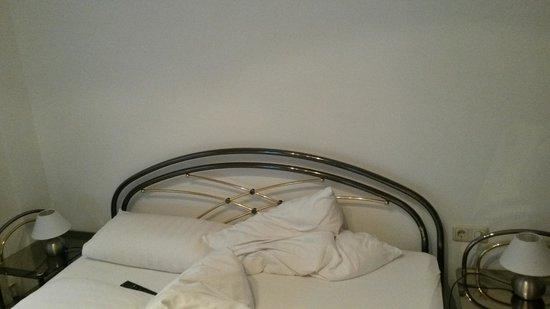 Romantic Pension Albrecht: bed