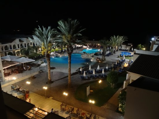 Princess Beach Hotel: The pool at night