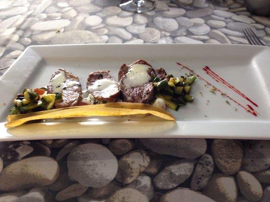 Malkebien : Un delicioso somomillo de cerdo Iberico con salsa de quesos