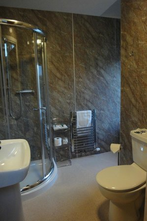 Strathness House : Ensuite Shower
