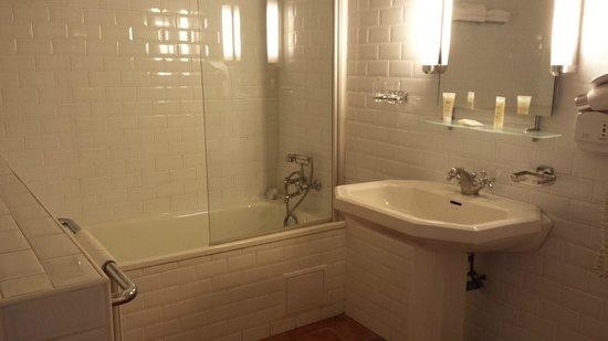 Hotel de Charme La Maison des Peyrat : Salle de bains