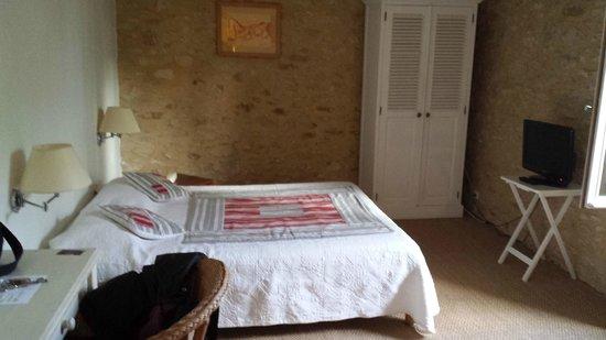 Hotel de Charme La Maison des Peyrat : chambre lit 160x200