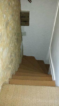 Hotel de Charme La Maison des Peyrat : escalier pour accéder à la chambre