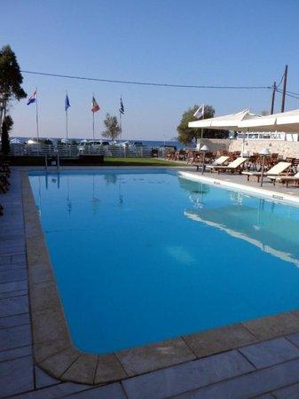 Thirides Beach Resort: Relajante piscina