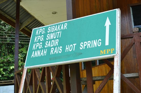Annah Rais Hotsprings : Sign board pointing the way