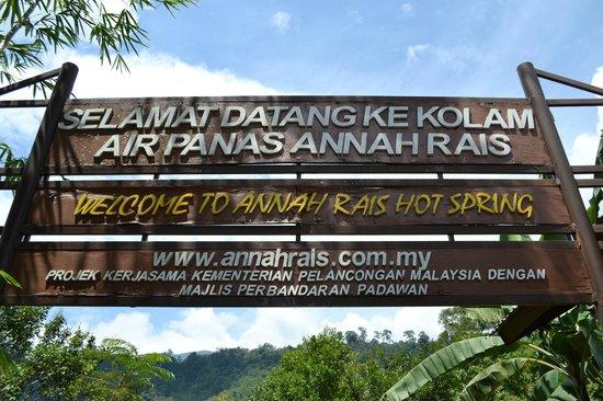 Annah Rais Hotsprings : Entrance to the hot springs