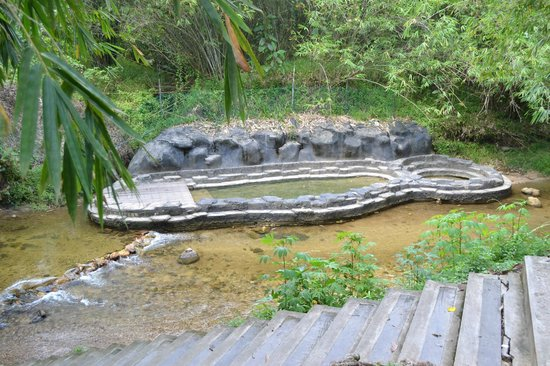 Annah Rais Hotsprings : This hot spring pool is not very warm