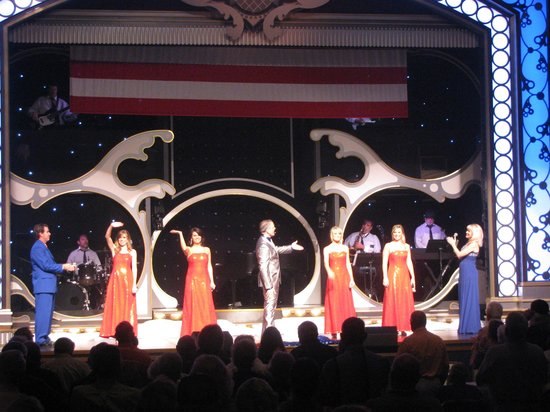 Showboat Branson Belle: Many Entertainers on Showboat - all were very good!