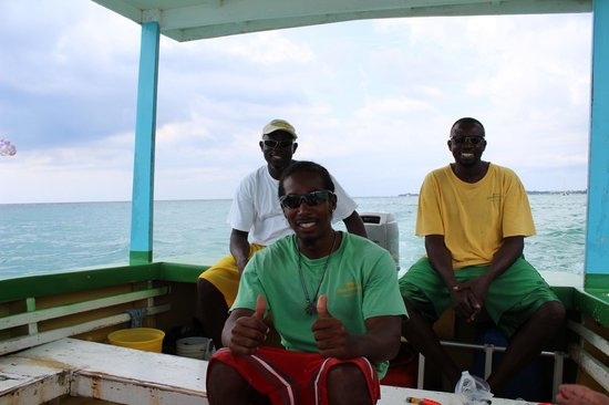 Mike's Glass Bottom Boat: Mike und seine Crew