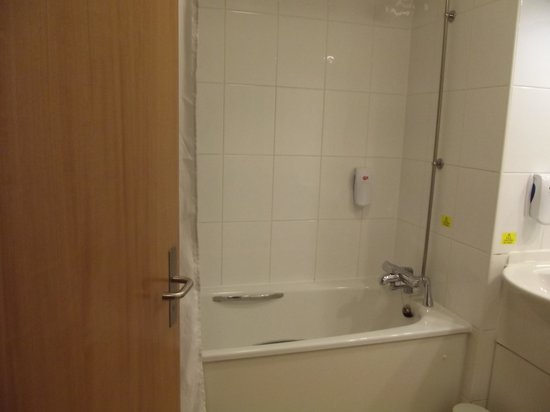 Premier Inn Weymouth Seafront Hotel: bathroom
