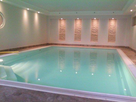 Büsum, Alemania: Der Pool war super. Etwas kalt, aber nach der Sauna ideal.