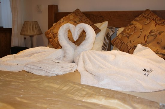 Wooldown Holiday Cottages: Bedroom on arrival