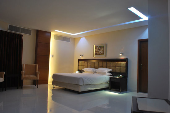Avenue Hotel & Suites