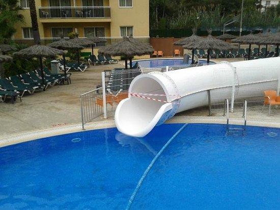 Rosamar Garden Resort: Closed slide