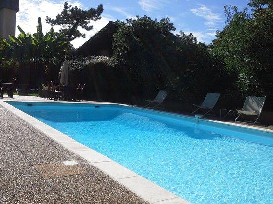 Hotel de Bordeaux: clean pool