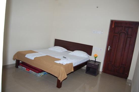 Subasree Cottage: bed room