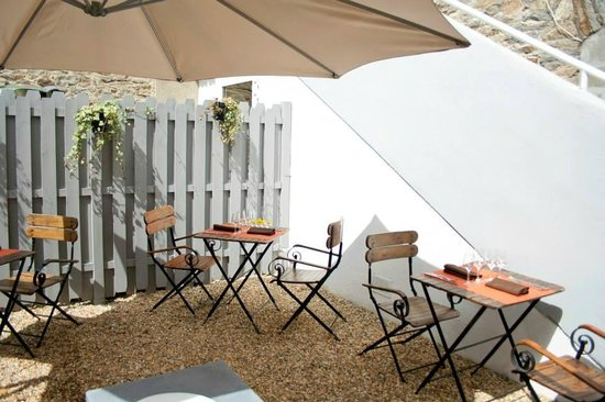 L'Eden : La terrasse: un espace tres calme et agreable