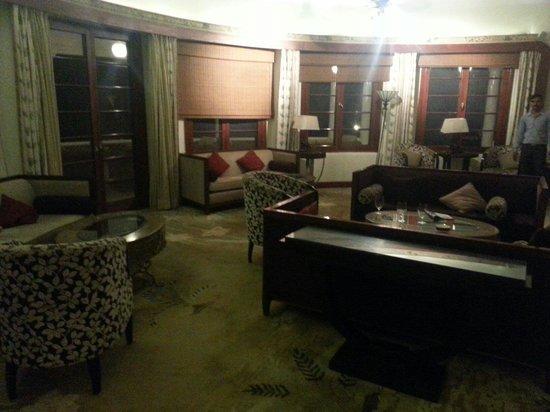 Vivanta by Taj - Sawai Madhopur Lodge: Bar room