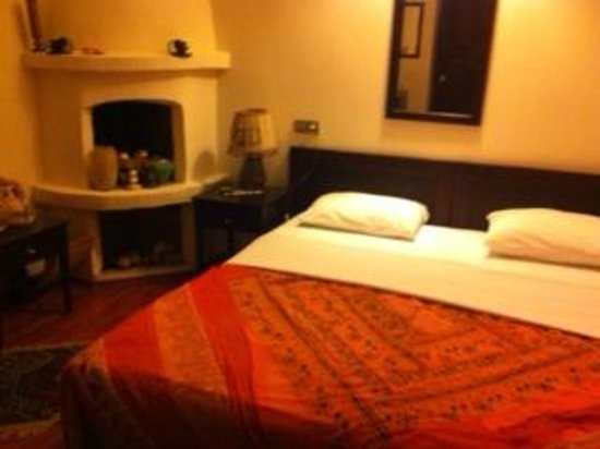 White Garden Pansion: double bed room