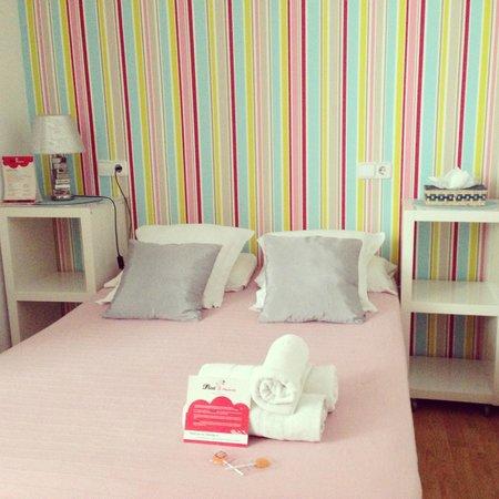 Flat5Madrid: Habitación doble, con cama de matrimonio y baño propio (hab.503)