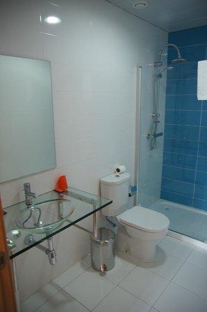 Vivacity Porto: Bathroom including the shower
